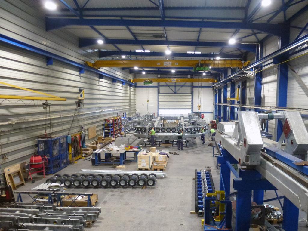 Fabrication et montage des deux gares du télésiège 6 places durant l'été dans les ateliers du groupe MND à Sainte-Hélène-du-Lac en Savoie